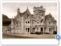 Tartbet, Loch Lomond (Hotel and 2 old cars)